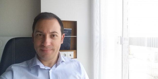 Héctor Robles escribiendo mi primer libro semana 1